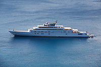 Roman Abramovitch & his $800 millions yacht  in St. Barths with anti-paparazzi CCD detection