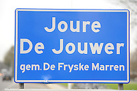 ALGEMEEN: GEMEENTE DE FRIESE MEREN: Plaatsnaambord Joure/De Jouwer, Gem. De Fryske Marren, ©foto Martin de Jong