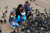 BOGOTA, Colombia. 13th June 2014. People feed pigeons in a public square in Bogota few days before presidential election in Colombia. Photo by Eduardo Munoz Alvarez/VIEWpress