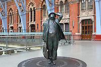 John Betjeman, larger-than-lifesize bronze statue, 2007, Martin Jennings, St Pancras International, railways' terminus celebrated for its Victorian architecture, London, UK. Picture by Manuel Cohen