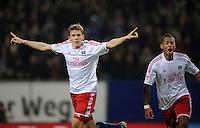 FUSSBALL   1. BUNDESLIGA    SAISON 2012/2013    14. Spieltag   Hamburger SV - FC Schalke 04                               27.11.2012 Jubel nach dem 2:0: Artjoms Rudnevs (li) und Dennis Aogo (re, Hamburger SV)