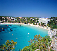 Spain, Balearic Islands, Menorca, Cala Galdana: (also Cala Santa Galdana) popular resort in the south | Spanien, Balearen, Menorca, Cala Galdana: (auch Cala Santa Galdana) beliebter Ferienort im Sueden