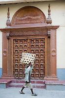 Afrique/Afrique de l'Est/Tanzanie/Zanzibar/Ile Unguja/Stone Town: détail des portes des vieilles maisons de la vieille ville