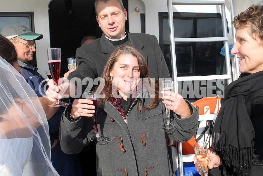 12/7/09 - 1:04:13 PM - ABOARD THE INTRIGUE - ON THE DELAWARE BAY: Diana & Ken - December 7, 2009 - Aboard the Intrigue - On The Delaware Bay. (Photo by William Thomas Cain/cainimages.com)