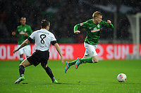 USSBALL   1. BUNDESLIGA    SAISON 2012/2013    10. Spieltag   Werder Bremen - FSV Mainz 05                             04.11.2012 Radoslav Zabavnik (li, Mainz) gegen Kevin De Bruyne (re, SV Werder Bremen)