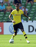 FUSSBALL   DFB POKAL   SAISON 2012/2013   1. Hauptrunde FC Oberneuland - Borussia Dortmund            18.08.2012 Felipe Santana (Borussia Dortmund)  Einzelaktion am Ball
