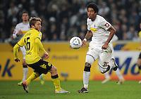 FUSSBALL   1. BUNDESLIGA   SAISON 2011/2012    15. SPIELTAG Borussia Moenchengladbach - Borussia Dortmund        03.12.2011 Jacub BLASZCZYKOWSKI (genannt KUBA, links, Dortmund) gegen DANTE (re, Moenchengladbach)