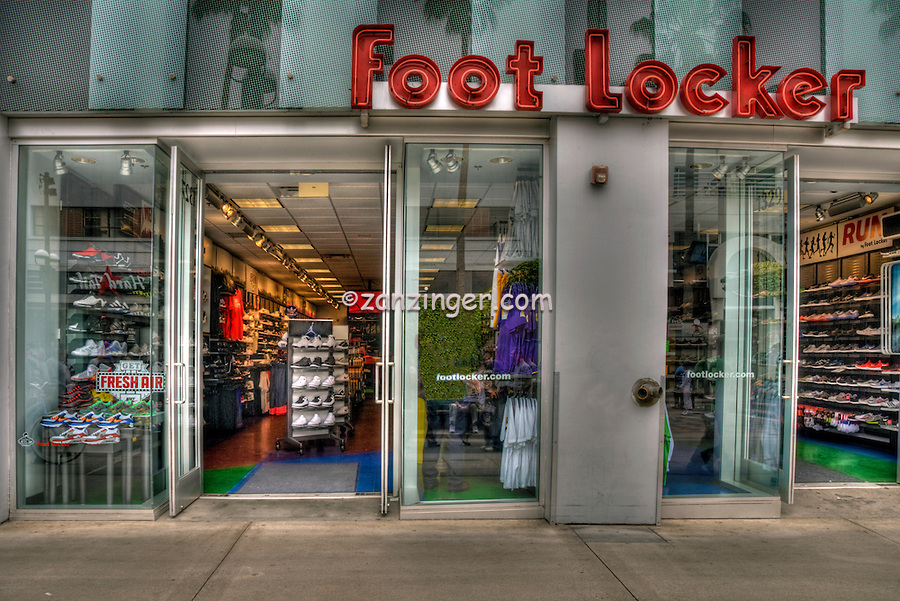 Foot Locker, Third Street Promenade, shoe store, shopping, street mall, Santa Monica; CA; open-air, shopping, mall; Santa Monica; CA;