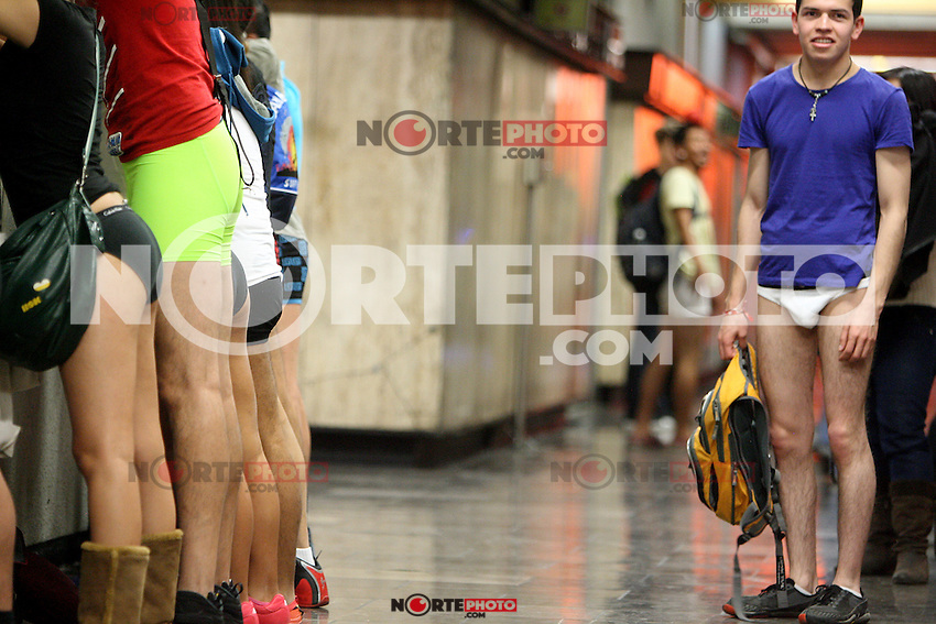 M&eacute;xico, D.F.- 12ENE2014 &ndash; <br /> La organizaci&oacute;n FlashMob llevo a cabo por cuarto a&ntilde;o consecutivo el evento &ldquo;'Un viaje sin pantalones en el metro&rdquo;, en el que participaron m&aacute;s de mil personas.<br /> Photo: Alexa Sendel/DAMMPHOTO.COM