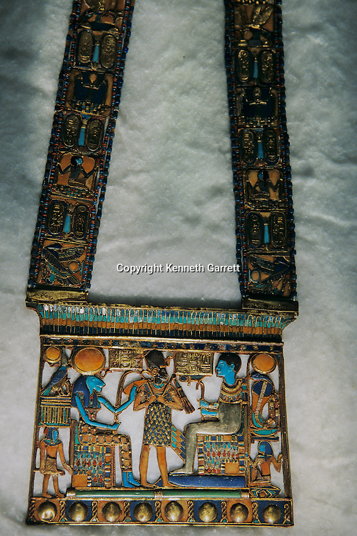 Pectoral, KV 62, Tutankhamun and the Golden Age of the Pharaohs, Page 201