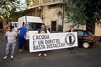 Roma 28 Giugno 2013<br /> I movimenti di lotta per la casa  e  comitati per l' acqua pubblica hanno bloccato le uscite della sede Acea a Porta Maggiore per protestare contro i distacchi dell' acqua e delle luce nelle case occupate.