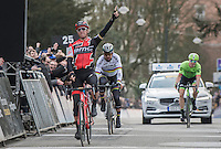 Greg Van Avermaet (BEL/BMC) beats World Champ Peter Sagan (SVK/Bora-Hansgrohe) & Sep Vanmarcke (BEL/Cannondale-Drapac) to the finish line & wins for a 2nd (consecutive) time the Omloop Het Nieuwsblad (2017).