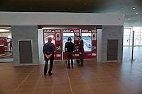 Roma  23 Maggio 2012.La nuova Stazione Tiburtina dell'alta velocità..Casa Italo. Un addetto di Casa Italo spiega  il funzionamento della biglietteria automatica..