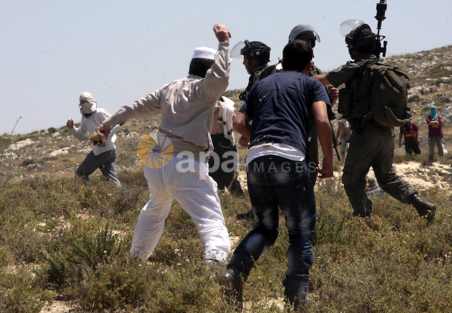 Palestinian villagers from Oref village clash with Jewish settlers after Israeli settlers attacked villages near Nablus City 30 April 2013. Reports state that the clashes occured after an Israeli settler was stabbed to death by a Palestinian man. Israeli media reported that the Palestinian attacker took the settlers' weapon and began firing at a nearby Israeli border guard force, who returned fire, wounding the attacker. Photo by Nedal Eshtayah