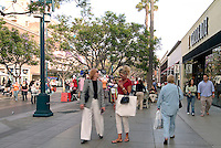 Santa Monica, CA, Third Street Promenade,  outdoor shopping, mall, City by the Bay, tourists, Shoppers,  Street Performer High dynamic range imaging (HDRI or HDR)