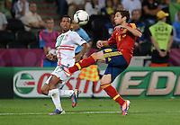 FUSSBALL  EUROPAMEISTERSCHAFT 2012   HALBFINALE Portugal - Spanien                  27.06.2012 Nani (li, Portugal) gegen Jordi Alba (re, Spanien)