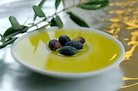 Olio di oliva. Olive oil.