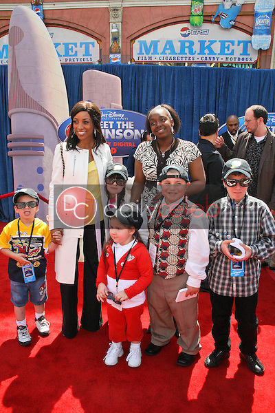 Shaun Robinson with children up for adoption<br />at the World Premiere of &quot;Meet the Robinsons&quot;. El Capitan Theater, Hollywood, CA. 03-25-07<br />Dave Edwards/DailyCeleb.com 818-249-4998