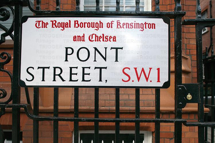 Pont street sign, Kensington, London, England, United Kingdom