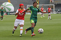 BOGOTA -COLOMBIA, 19-02-2017. Jessica Paola Sanchez (L)  player of Independiente Santa Fe fights the ball agaisnt Milena Torres (R) of Equidad. Action game between  La Equidad and Independiente Santa Fe  during match for the date 1 of the Women´s  Aguila League I 2017 played at Nemesio Camacho El Campin stadium . Photo:VizzorImage / Felipe Caicedo  / Staff