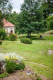"""Park in der Nähe der Wallfahrtskirche im Ortsteil """"Svaty Kamen"""" von Dolni Dvoriste."""