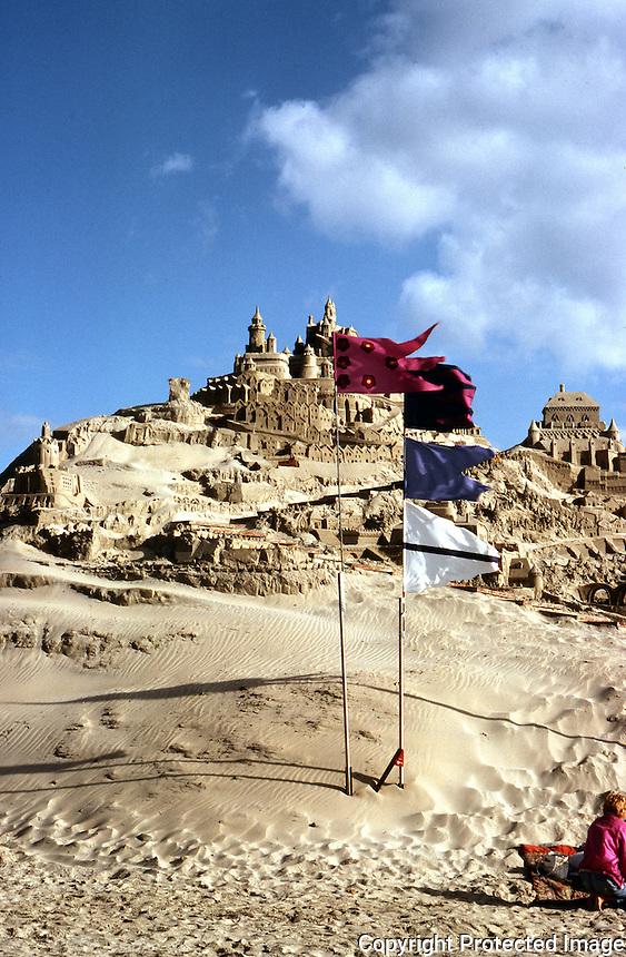 San Diego: Sand Castle, Pacific Beach.  Photo '85.