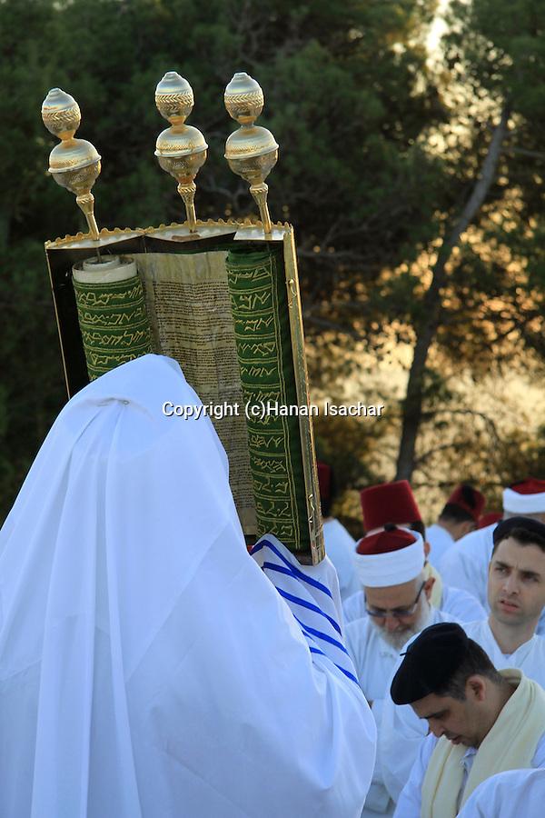 Samaria, Samaritan pilgrimage to Mount Gerizim done on Passover, Shavuot and Succot holidays, raising the Torah scrolls ceremony