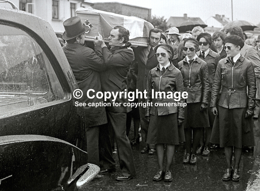Funeral of Maire Drumm, Belfast, N Ireland, until recently vice president of Provisional Sinn Fein, who was murdered by loyalist gunmen In the city's Mater Hospital whilst she was waiting for an operation. Undertaker helps position the coffin on the shoulders of Jimmy Drumm, husband of Maire Drumm. 1st November 1976. 197611010494c.<br />
