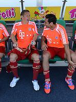 Fussball 1. Bundesliga :  Saison   2012/2013   1. Spieltag  25.08.2012 SpVgg Greuther Fuerth - FC Bayern Muenchen Bastian Schweinsteiger mit Claudio Pizarro (FC Bayern Muenchen)  auf der Ersatzbank
