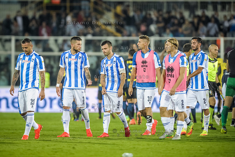 The Pescara Team at the end of the match during the Italian Serie A football match Pescara vs SSC Inter on September 11, 2016, in Pescara, Italy. Photo by Adamo DI LORETO