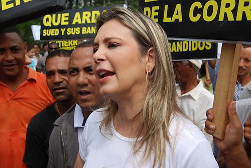 Petroushka Muñoz, la número dos, quien fue dos veces vice alcaldesa con José Enrique Sued Sem, del Partido Reformista Social Cristiano (PRSC), 2002-2010. Muñoz es actual viceministra de Energía y Minas