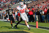 Ohio State Buckeyes tight end Jeff Heuerman (86) lunges into the end zone for a touchdown during the first quarter of the NCAA football game at Ross-Ade Stadium in West Lafayette, Ind. on Nov. 2, 2013. (Adam Cairns / The Columbus Dispatch)