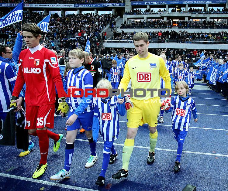 30.11.2013, OLympiastadion, Berlin, GER, 1.FBL, Hertha BSC vs FC Augsburg, im Bild Thomas Kraft (Hertha BSC Berlin), Marwin Hitz (FC Augsburg)<br /> <br />               <br /> Foto &copy; nph /  Schulz