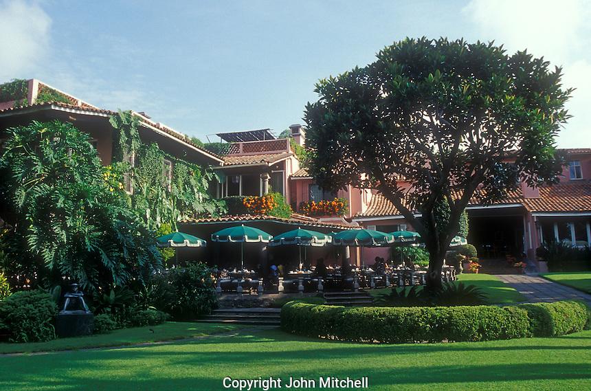Las Mannanitas restaurant outdoor eating area and grounds, Cuernavaca, Morelos Mexico