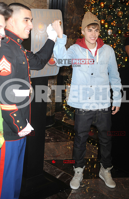 Justin Bieber lights the Empire State Building in New York City. November 18, 2011. &copy; mpi01 / MediaPunch Inc. / NortePhoto.com.<br /> <br /> <br /> **CREDITO*OBLIGATORIO** *No*Venta*A*Terceros*<br /> *No*Sale*So*third* ***No*Se*Permite*Hacer Archivo***No*Sale*So*third*&Acirc;&copy;Imagenes*con derechos*de*autor&Acirc;&copy;todos*reservados*.