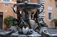 Piazza Mattei si trova nel ghetto ebraico di Roma, all'interno del centro storico. La fontana, presente nel mezzo della piazza e ideata da Giacomo Della Porta, mostra quattro fanciulli che sollevano le tartarughe aggiunte nel 1658 dal Bernini..Mattei's Square is located in the Jewish ghetto in Rome. The fountain, in the middle of this square and designed by Giacomo Della Porta, has four children they raise the turtles. In 1658 Bernini additioned the turtles....