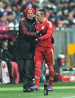 FUSSBALL   1. BUNDESLIGA  SAISON 2011/2012   21. Spieltag FC Bayern Muenchen - 1. FC Kaiserslautern       11.02.2012 Trainer Jupp Heynckes  (li,) wechselt Franck Ribery (FC Bayern Muenchen) aus