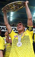 FUSSBALL   1. BUNDESLIGA   SAISON 2011/2012   34. SPIELTAG Borussia Dortmund - SC Freiburg                        05.05.2012 Sebastian Kehl (Borussia Dortmund) jubelt mit der Meisterschale