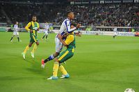 VOETBAL: HEERENVEEN: Abe Lenstra Stadion, 15-09-2012, SC Heerenveen - ADO Den Haag, Eindstand 1-3, Botsing tussen Rajiv van La Parra (#7 | SCH) en Christian Supusepa (#5 | ADO), ©foto Martin de Jong