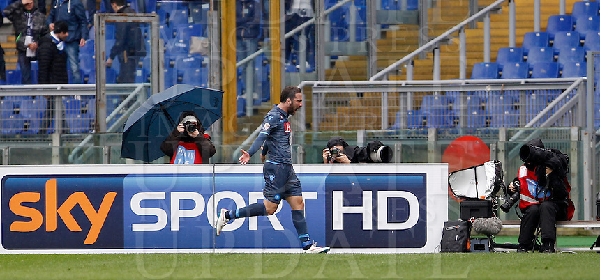 Calcio, Serie A: Lazio vs Napoli. Roma, stadio Olimpico, 18 gennaio 2015.<br /> Napoli&rsquo;s Gonzalo Higuain celebrates after scoring during the Italian Serie A football match between Lazio and Napoli at Rome's Olympic stadium, 18 January 2015.<br /> UPDATE IMAGES PRESS/Isabella Bonotto