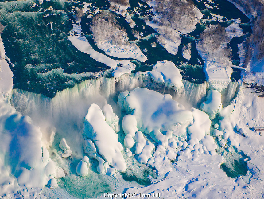 Niagara Falls in winter, Niagara Falls State Park, New York, American Falls and Bridalveil Falls