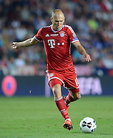 FUSSBALL  SUPERCUP  FINALE  2013  in Prag    FC Bayern Muenchen - FC Chelsea London          30.08.2013 Arjen Robben (FC Bayern Muenchen)  Einzelaktion am Ball
