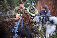 Young hunter Jon Einar Nymoen (left) and Odd Jarle Lien from the sheep farmers organisation (Sau og Geit)interviewed by the journalist Hans Bårdsgård (Nationen).