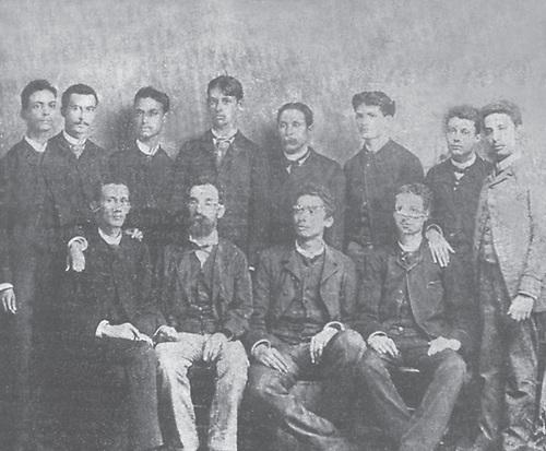 Eugenio María de Hostos, segundo de izquierda a derecha y sus discípulos de la Escuela Normal. 1888