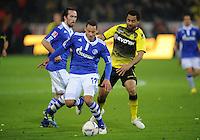 FUSSBALL   1. BUNDESLIGA   SAISON 2011/2012    14. SPIELTAG Borussia Dortmund - FC Schalke 04      26.11.2011 Jermaine JONES (li, Schalke) gegen Patrick OWOMOYELA (re, Dortmund)