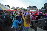 ZEILEN: GROU: 29-07-2016, SKS Skûtsjesilen loting Grou, feest na afloop, ©foto Martin de Jong