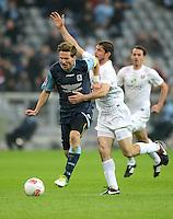 Fussball 2. Bundesliga:  Saison   2012/2013,    10. Spieltag  TSV 1860 Muenchen - FC Erzgebirge Aue  22.10.2012 Benjamin Lauth (li, 1860 Muenchen) gegen Kevin Schlitte (FC Erzgebirge Aue)