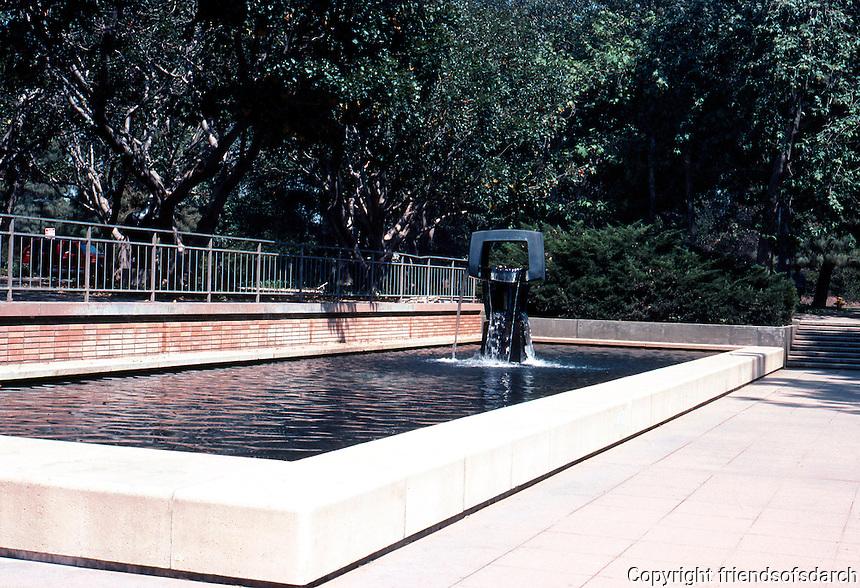Los Angeles: Malcolm Hall, UCLA--Fountain, Sculpture. George Tsutakawa, 1969.  Photo '84.