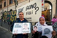 Roma 29  Marzo 2012.Una delegazione di famiglie tunisine arrivate in Italia per cercare i loro figli, che sono partiti a marzo su diverse imbarcazioni alla volta dell'Italia e poi sono spariti.I genitori mostrano le foto dei figli scomparsi.