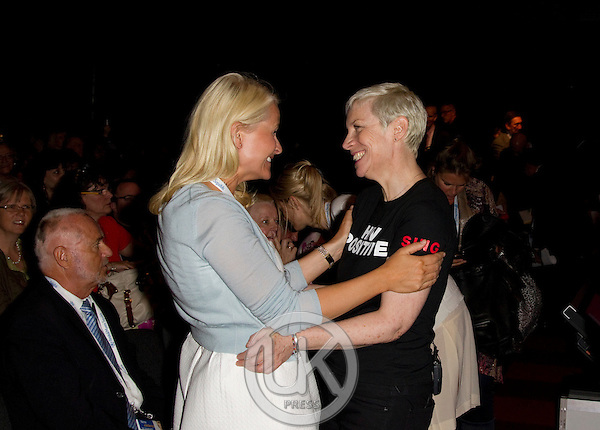 """Crown Princess Mette Marit of Norway on a three day visit to Vienna to attend the 18th International UNAIDS Conference..Meets with Annie Lennox at a Session """" Towards a paradigm shift in HIV treatment and prevention"""" at the Vienna conference Centre"""